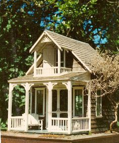 The Summer House, project 1990 another adorable guest house Cozy Cottage, Cottage Living, Play Houses, Doll Houses, Cabins And Cottages, Miniature Houses, Small World, Little Houses, Tiny House