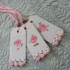 Paper tags with crochet edging. This simple crochet edging adds further interest to the tags ! Crochet Borders, Crochet Patterns, Crochet Edgings, Handmade Gift Tags, Handmade Bookmarks, Paper Crafts, Diy Crafts, Diy Paper, Paper Tags