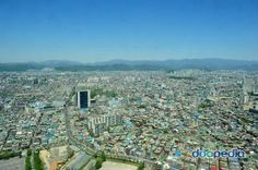 my hometown is daegue. more than 3000,000 people are living. the city is surrounded by mountain, so in summer very hot and in winter very cold. also, our city is famous for education.