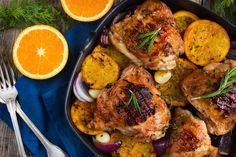 This orange rosemary chicken smells and TASTES so good and it's a healthy DINNER everyone will love! Ginger Chicken, Orange Chicken, Rosemary Chicken, Roasted Chicken, Baked Chicken, Slow Cooker Recipes, Cooking Recipes, Healthy Recipes, Whole30 Recipes