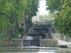 Ecluses de Saint-Roch Castelnaudary Le Canal Du Midi, Saint Roch, Carcassonne, Area Map, South Of France, Toulouse, Walking, Mansions, Architecture
