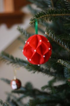 Cute, tiny felt ornaments, perfect for our cute, tiny christmas tree.