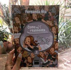 História em quadrinhos • Aquilo que a gente pensa, mas não faz. Ou faz, quando ninguém tá vendo. Livro fofo da cartunista Fernanda Nia, da Editora Nemo.