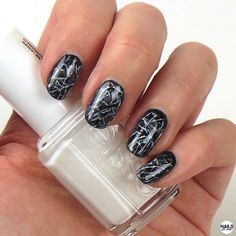 Black Marble Nailart Tutorial. Published in our Douglas Beauty Community DE and created by: NailsAllOver