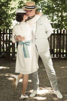 Labude Braut in unserem kurzen Brautkleid Chiara mit türkisfarbener Dupionseide