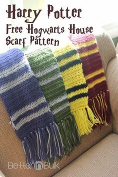 Crochet Scarf harry potter hogwarts house scarves - Necco created this easy pattern for Harry Potter house scarves. Which Hogwarts house is your favorite - Hufflepuff, Ravenclaw, Slytherin or Gryffindor? Harry Potter Scarf Pattern, Harry Potter Crochet, Harry Potter Houses, Harry Potter Hogwarts, Hogwarts Houses, Harry Potter House Colors, Hogwarts House Colors, Crochet Crafts, Crochet Projects