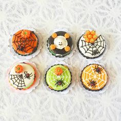 Size (Approx) : Box 30x30 mm., Cake 20 mm. Anniversary, Housewarming, or all special occasions . All products are handmade from Thai people and distribute in Thailand. These miniature can decorate your house and for those who love this tiny pieces as well.   eBay!