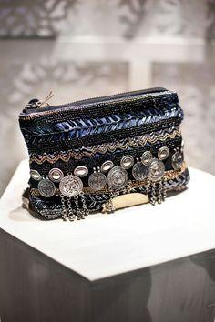 Safari Chic, Mode Boho Gypsy, Botas Boho, Fashion Bags, Fashion Jewelry, Diy Sac, Potli Bags, Ethnic Bag, Boho Stil