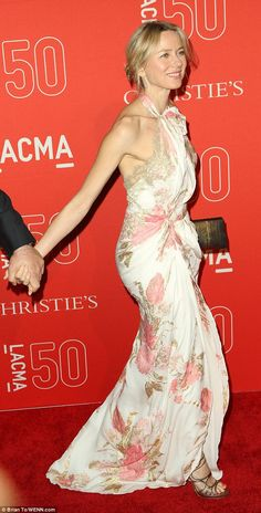 Naomi Watts and Liev Schreiber keep the spark alive at LACMA bash Naomi Watts Hair, Girl Celebrities, Celebs, Amazing Amy, Liev Schreiber, The Ellen Show, Maxi Gowns, Nice Dresses, Amazing Dresses