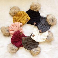 New Faux fur Knit Pom beanie Fall Winter Outfits, Autumn Winter Fashion, Winter Hats, Beanie Weenies, Beautiful Outfits, Cute Outfits, Cc Beanie, Cute Hats, Weekend Wear