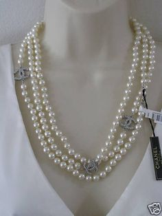 chanel and pearls ...I have to get this!!!
