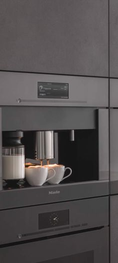 MIELE ARTLINE  De designline van Miele heet Artline. Innovatieve techniek in een exclusief, tijdloos design. De greeploze apparatuur is verkrijgbaar in drie kleuren, namelijk grafietgrijs, obsidiaanzwart en briljantwit. Het ingetogen design en de rechte lijnen geven een strakke uitstraling aan uw keuken  #Miele #Artline #Mieleartline #apparatuur #keuken #keukens  #keukenapparatuur #kitchen #kitchens #inspiration #touch2open #keukenstudio #maassluis #keukenstudiomaassluis #rotterdam