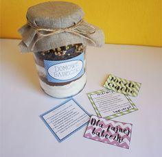 Pomysł na prezent - DIY Domowe babeczki w słoiku • origamifrog.pl Diy, Canning, Decor, Decoration, Bricolage, Do It Yourself, Decorating, Home Canning, Homemade