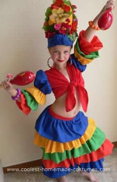 Homemade Little Chiquita Banana Girl Costume: My daughter always likes to be something unique for Halloween. I thought she would make the cutest Carmen Miranda Chiquita Banana Girl so I asked my mother Costumes Uk, Dress Up Costumes, Baby Costumes, Cool Costumes, Zombie Costumes, Family Costumes, Group Costumes, Halloween 2014, Halloween Kids