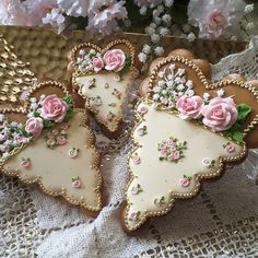 Gingerbread keepsake heart cookies , lovely gifts for Valentines, mother's, birthdays and bridal Fancy Cookies, Vintage Cookies, Iced Cookies, Cute Cookies, Royal Icing Cookies, Cupcake Cookies, Sugar Cookies, Cookies Et Biscuits, Heart Cookies