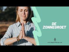 De Yoga Zonnegroet beoefen je in de ochtend. Je begint de dag energiek. In deze blog een stap voor stap uitleg van de zonnegroet, inclusief video! Yoga Youtube, Yin Yoga, Pilates Reformer, Vinyasa Yoga, Under Armour, Sports, Tips, Zen, Mindfulness