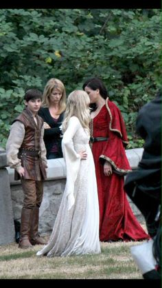 Awesome Lana Jen Jared (Regina Emma Henry) the awesome Once Village Vancouver BC Thursday Regina And Emma, Swan Queen, Emma Swan, Bridesmaid Dresses, Wedding Dresses, Ouat, Once Upon A Time, Favorite Tv Shows, Lana