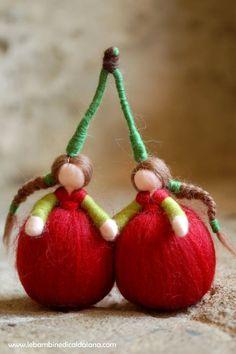 Cherries wool Waldorf inspired by LeBambinediCaldalana on Etsy - Waldorf Crafts, Waldorf Toys, Felt Christmas, Christmas Ornaments, Needle Felting Tutorials, Felt Fairy, Wet Felting, Felt Toys, Felt Crafts