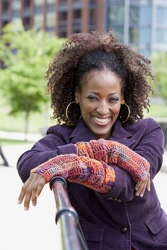#Ravelry : Diva Driving Arm Warmers pattern by Erika and Monika Simmons