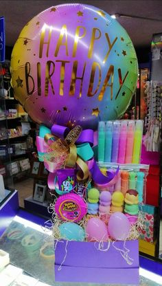 Birthday Crafts, Birthday Party Decorations, Birthday Parties, Balloon Arrangements, Balloon Decorations, Personalised Gifts Diy, Birthday Basket, Bubble Balloons, Balloon Gift