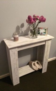 Pallet Furniture Projects - Just grab them and do some crafting work on them to make them live more with you just like DIY pallet hallway table, made purely from salvaged pallets Wooden Pallet Projects, Wooden Pallet Furniture, Wooden Pallets, Wooden Diy, Pallet Ideas, Rustic Furniture, Outdoor Furniture, Pallet Wood, Vintage Furniture