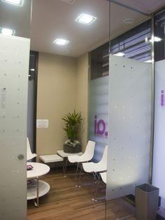 Detalle Sala de Espera de Clínica Dental. Proyecto realizado por Javier Yrazu Bajo. Crokis Proyectos. +34629447373