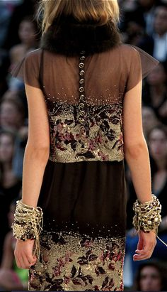 Chanel Fall 2010 Couture Fashion Show Fashion Details, Love Fashion, High Fashion, Fashion Beauty, Fashion Show, Womens Fashion, Fashion Design, Couture Details, Chanel Couture