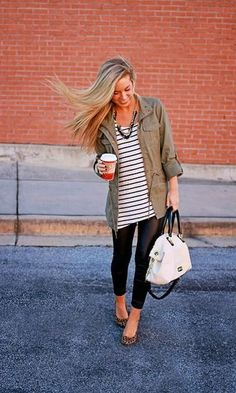 Black leggings, stripped shirt, green jackets, and leopard shoes. Def copying this outfit! Mode Chic, Mode Style, Fall Winter Outfits, Autumn Winter Fashion, Look Fashion, Womens Fashion, Fall Fashion, Cheap Fashion, Fashion Ideas