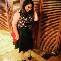 Look do dia: saia de couro fake, blusa de oncinha e bolsa vermelha! Tudo pra prestigiar o lançamento do @tb247oficial! Evento maravilhoso! Tem mais lá no snap: daphneconst 👻 #lookdodia #ootd #outfitoftheday #moda #fashion #fashionblogger #style #blogger #blogueira #blog #leather #oncinha #animalprint #redbag #red #black #tb247 #lançamento #novidade #news #lifeasdaphne