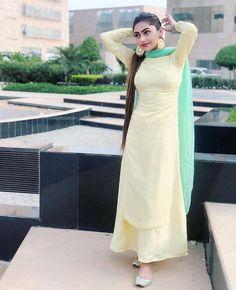 Women Dresses, Attracting look Patiala Suit Designs, Kurti Designs Party Wear, Kurta Designs, Pakistani Dresses, Indian Dresses, Indian Outfits, Stylish Dresses, Nice Dresses, Fashion Dresses