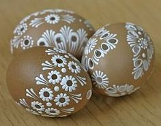 Easter eggs and cool crafts Hand Painted Ornaments, Clay Ornaments, Eastern Eggs, Egg Shell Art, Easter Egg Pattern, Carved Eggs, Easter Egg Designs, Easter Egg Crafts, Easter 2020