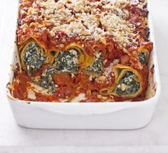 Tofu & spinach cannelloni // I am going to make this! Spinach & tofu & lasagne sheets in one dish? Spinach Ricotta Cannelloni, Cannelloni Recipes, Honey Soy Chicken, Sweet Sour Chicken, Bbc Good Food Recipes, Vegetarian Recipes, Cooking Recipes, Dinner Recipes, Pizza