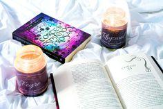 Book Candles - Passo a passo de como fazer velas perfumadas inspiradas em livros | Corte de Névoa e Fúria  #books #decor #inspiration #acowaf #livros #decoração #diy #candles #velas #cortederosaseespinhos #cortedenévoaefúria #acotar