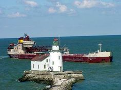 Lake Boats, Tug Boats, Edmund Fitzgerald, Great Lakes Ships, Lighthouse Pictures, Light House, Titanic, Fresh Water, Detroit