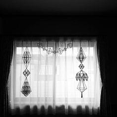 リビングから寝室に移動 かわいいかも♡  #ヒンメリ#kana_himmeli Handmade Ornaments, Instagram Posts, Room, Crafts, March, Wire, Craft Ideas, Seasons, Design