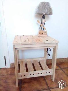 Table de chevet artisanale en bois de caisse de transport