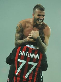 David Beckham of AC Milan leaves the field with the mesh of Fabio Cannavaro after the Serie A match between Juventus FC and AC Milan at Stadio Olimpico di Torino on January 2010 in Turin, Italy. Get premium, high resolution news photos at Getty Images Juventus Fc, Zinedine Zidane, David Beckham Football, Soccer Players Hot, European Soccer, Fc Chelsea, Steven Gerrard, Ac Milan, Tottenham Hotspur