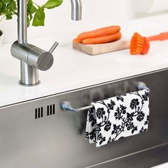 Magnetic Dish Cloth Holder. Dry your dishcloth by Reenbergs