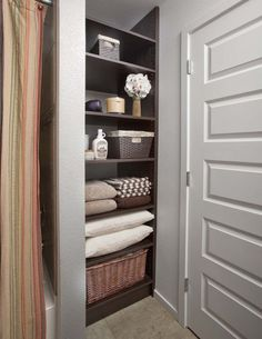 small bathroom linen closet ideas - Linen Closet Organization And How To Achieve It – Room Classic Design Bathroom Linen Closet, Bathroom Closet Organization, Open Bathroom, Small Bathroom Storage, Bathroom Shelves, Organization Ideas, Storage Ideas, Shelving Ideas, Bathroom Ideas