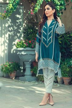 Party Wear Indian Dresses, Pakistani Wedding Dresses, Pakistani Dress Design, How To Iron Clothes, Indian Designer Wear, Women's Fashion Dresses, Crochet Lace, White Lace, Designer Dresses