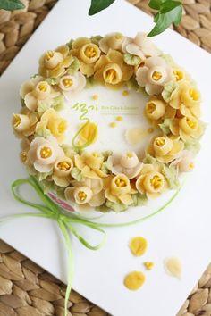 Pretty Cakes, Beautiful Cakes, Amazing Cakes, Korean Buttercream Flower, Buttercream Flower Cake, Gourmet Cakes, Icing Flowers, Spring Cake, Valentine Cake
