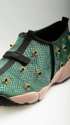 So Queer - Jewelled floral detail runner shoes