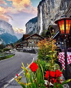"26.2 mil curtidas, 173 comentários - Living Europe (@living_europe) no Instagram: ""The perfect spot ~ Lauterbrunnen, Switzerland  Photo: @sennarelax Amazing   TAG someone you love…"""