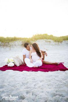 A beach maternity session ! Congrats to the loving couple :)   http://blog.tonyabeaverphotography.com