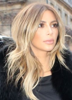 Kim Kardashian love her cut and color! Hair Colorful, Honey Blonde Hair, Carmel Blonde Hair, Blonde Haircuts, Pixie Haircuts, Hair Affair, Hair Highlights, Gorgeous Hair, Beautiful
