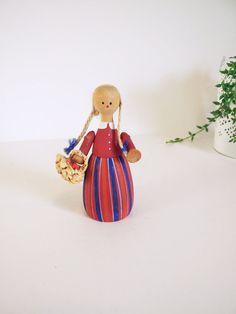 Swedish doll hand painted / / Small Scandinavian by tiendanordica