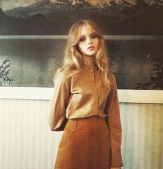 We're loving Emma Laird in 'Heart of Glass'for Wonderland Magazine photographed by Jessie Lily Adams. Look out for our new vintage authentic tan suede skirt coming soon! 70s Fashion, Look Fashion, Fashion Beauty, Autumn Fashion, Vintage Fashion, Brown Fashion, Fashion Trends, Looks Style, Style Me