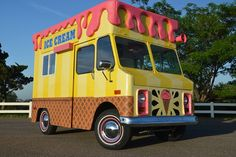 It's hard to find a free-standing food truck in Portland. Amid the city's army of food carts, Scoop is one of the few dessert food trucks in the city. Ice Cream Car, Dips Ice Cream, Ice Cream Social, Make Ice Cream, Food Trucks, Ice Cream Business, Food Truck For Sale, California Food, Food Truck Design