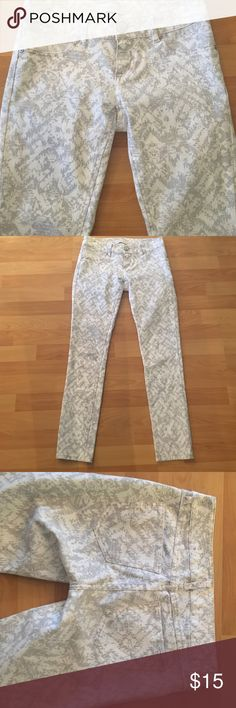 """7 for all mankind patterned jegging petite jeans Grey and white patterned jegging jeans in 2 petite . These have no front pockets (jeggings). 8' inseam and length is 26"""" 7 For All Mankind Jeans Skinny"""