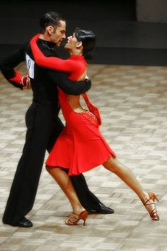 Quick Step evolved into a very dynamic dance with a lot of movement on the dance floor. It originally began with peasants but evolved into a dance everyone enjoyed to dance including dance competitors.